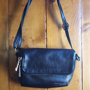 Kenneth Cole reaction crossbody purse